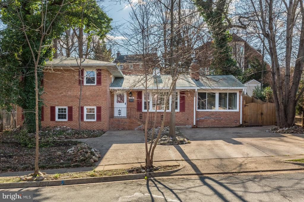 3705  CAMERON MILLS ROAD, Alexandria, Virginia