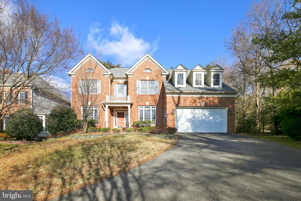 8601 MONACAN COURT, LORTON, FAIRFAX Virginia 22079, 4 Bedrooms Bedrooms, ,3 BathroomsBathrooms,Residential,For Sale,MONACAN,VAFX1106456