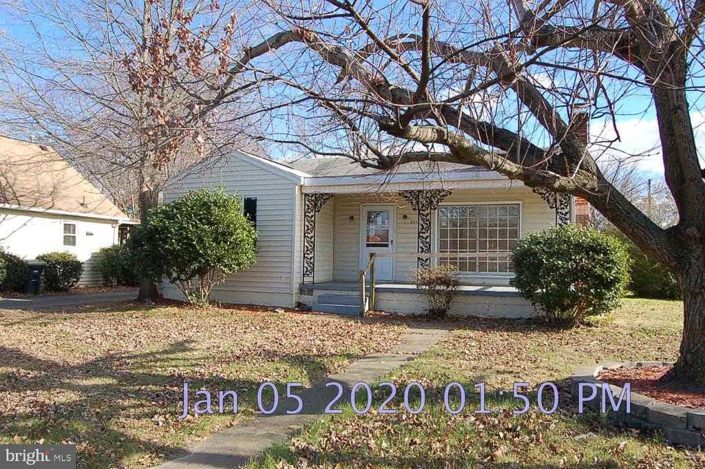 Cute ranch in great location on a corner lot with a detached garage. Fireplace in family room. Wood floors throughout. Close to historic downtown Fredericksburg and the VRE station for commuters. Search property on auction.com for details and offer opportunities. Decisions may take 1 week. Contact agent or auction. com (1-800-793-6107) directly for info. 5% or $2,500 minimum buyer's premium paid at closing. Bank of America employees, spouse or domestic partner, household members, business partners and insiders are prohibited from purchasing. Sold as-is.