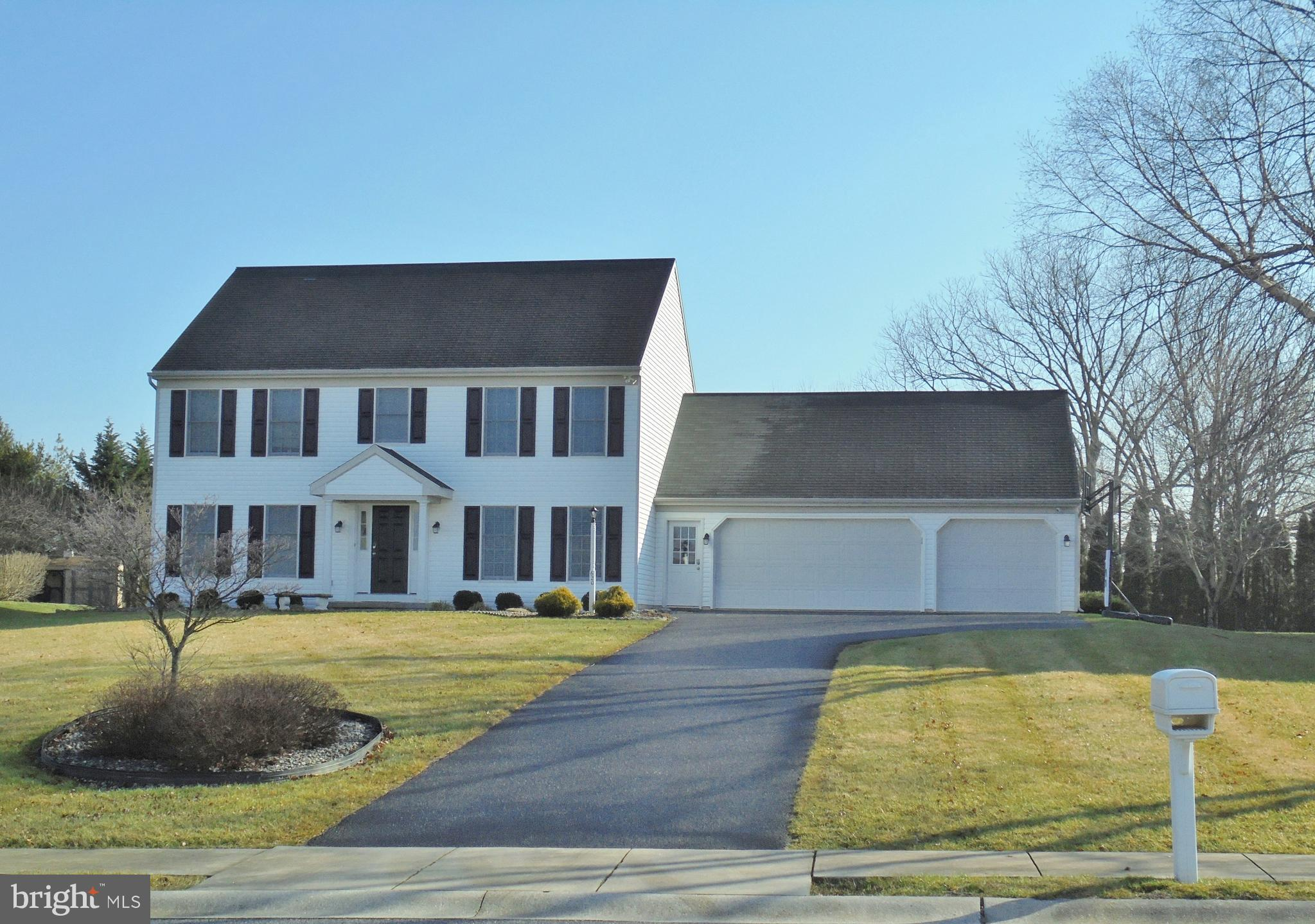 620 SPRING HOLLOW DRIVE, NEW HOLLAND, PA 17557