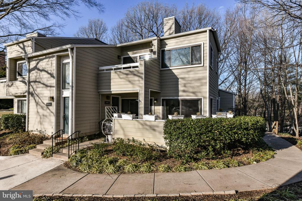 1950-B Villaridge Dr, Reston, VA 20191