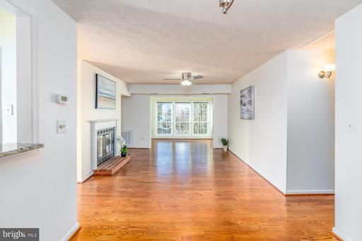 7604 Willow Point Dr, Falls Church 22042