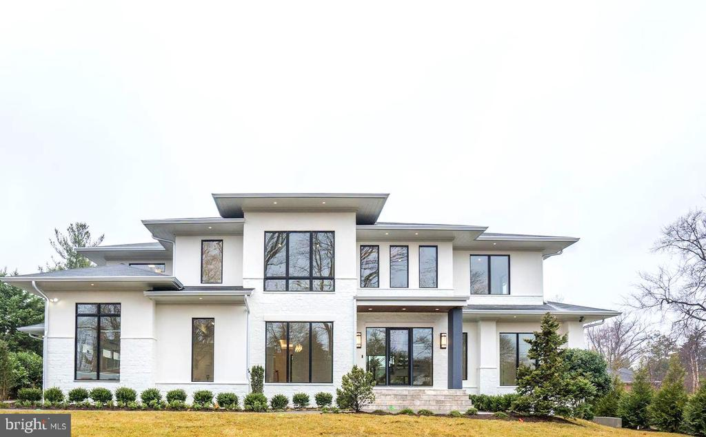 CUSTOM NEW CONSTRUCTION OPPORTUNITY IN SOUGHT AFTER SALONA VILLAGE!! Walk to Restaurants and Stores of Downtown McLean or enjoy the retreat of your private lot in quiet neighborhood.