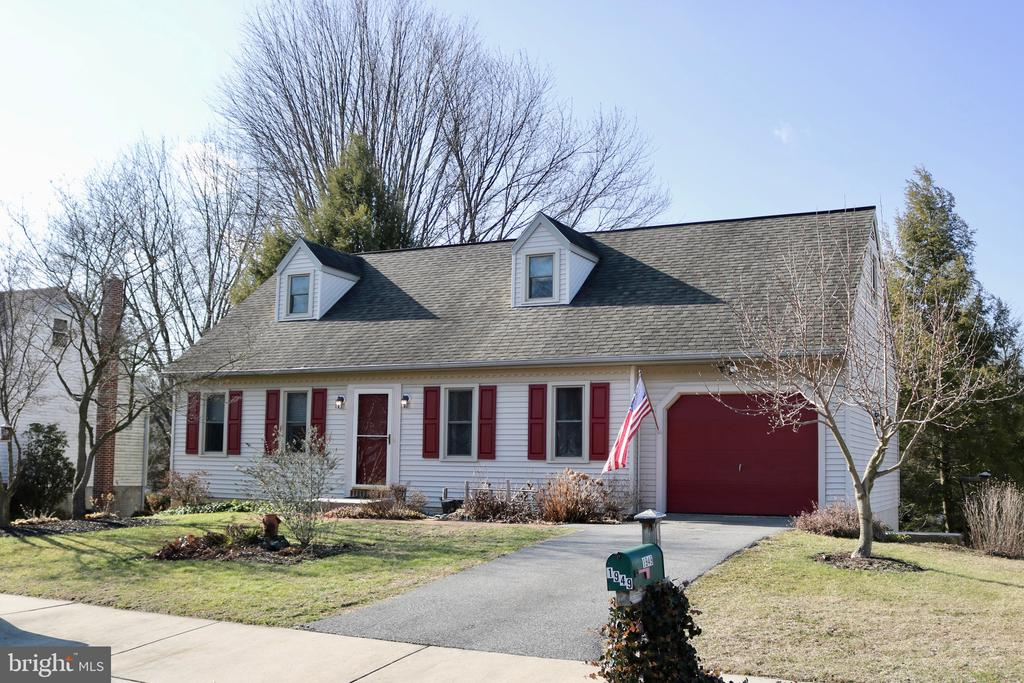 1949 WILDERNESS RD, Lancaster PA 17603