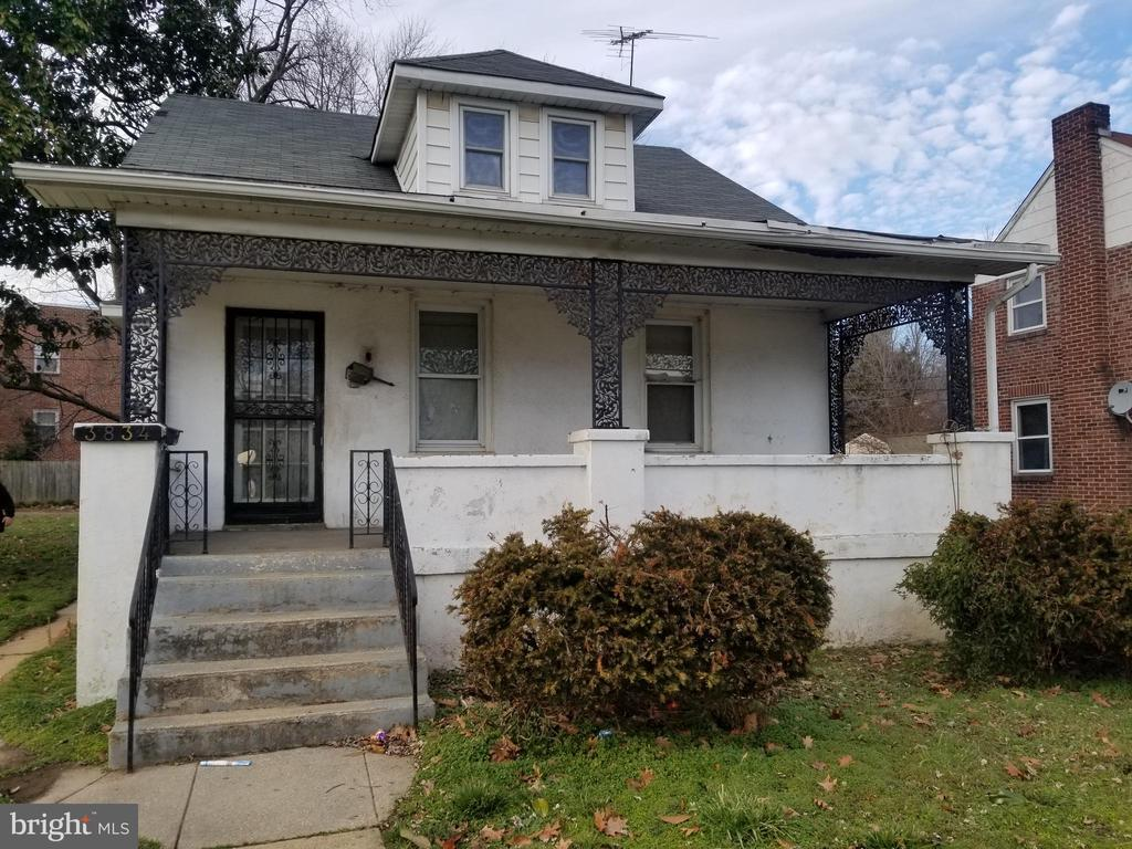 Don't miss this lovely home in spacious corner lot in Brooklyn!  Enjoy nice room sizes, separate living/dining room,  eat-in kitchen, large front porch, extensive yard  with  parking. Use the basement as added storage or finish off for more living space.