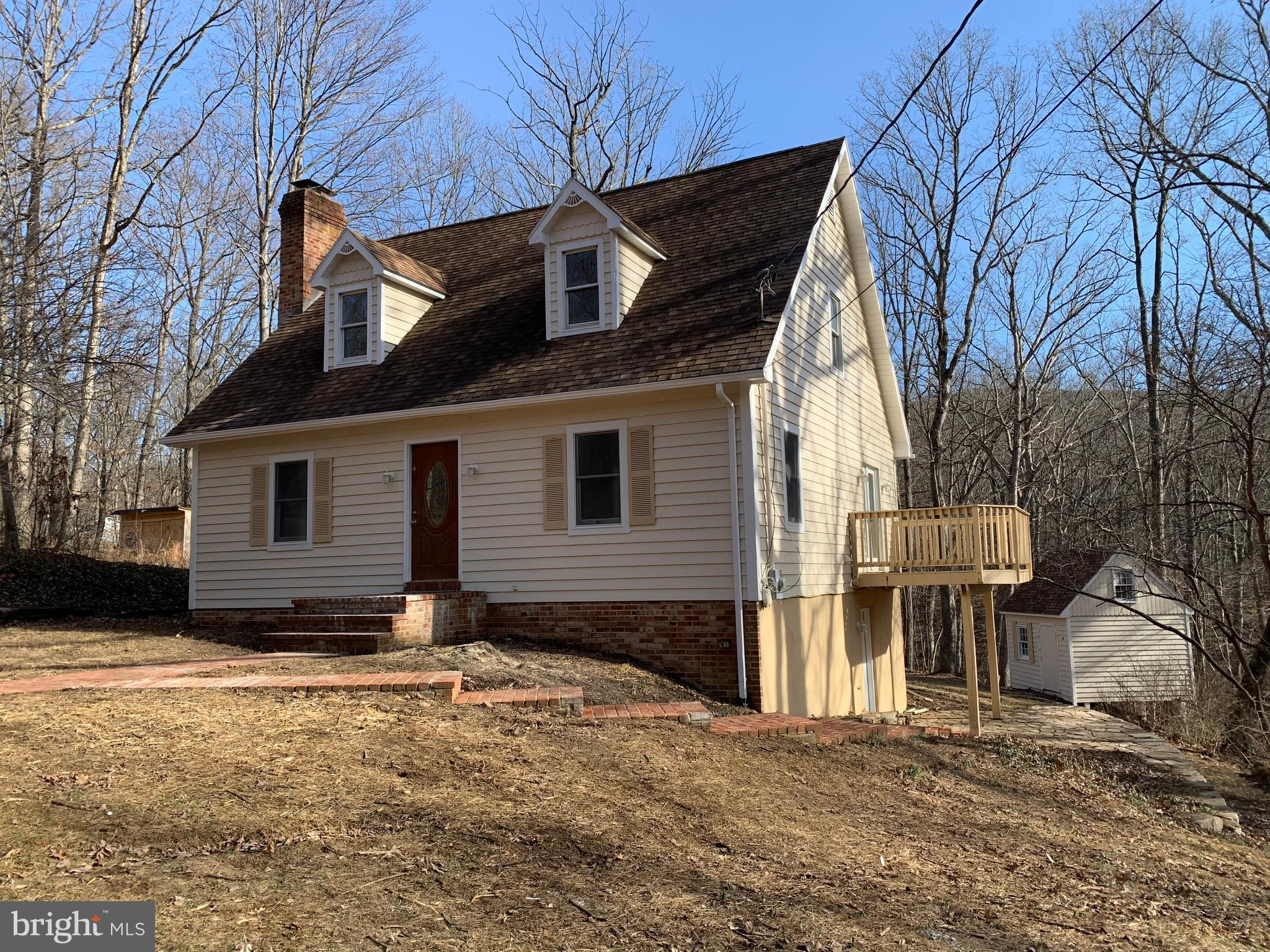 Cape code style home sits on approx. 0.98+/- ac lot in Shannondale. Home features 3BR, 3FB layout with a bedroom on the main level, fireplace in family room, eat-in kitchen with a small patio deck just off kitchen area, separate dining room and unfinished basement. Seller offering a Home Warranty.