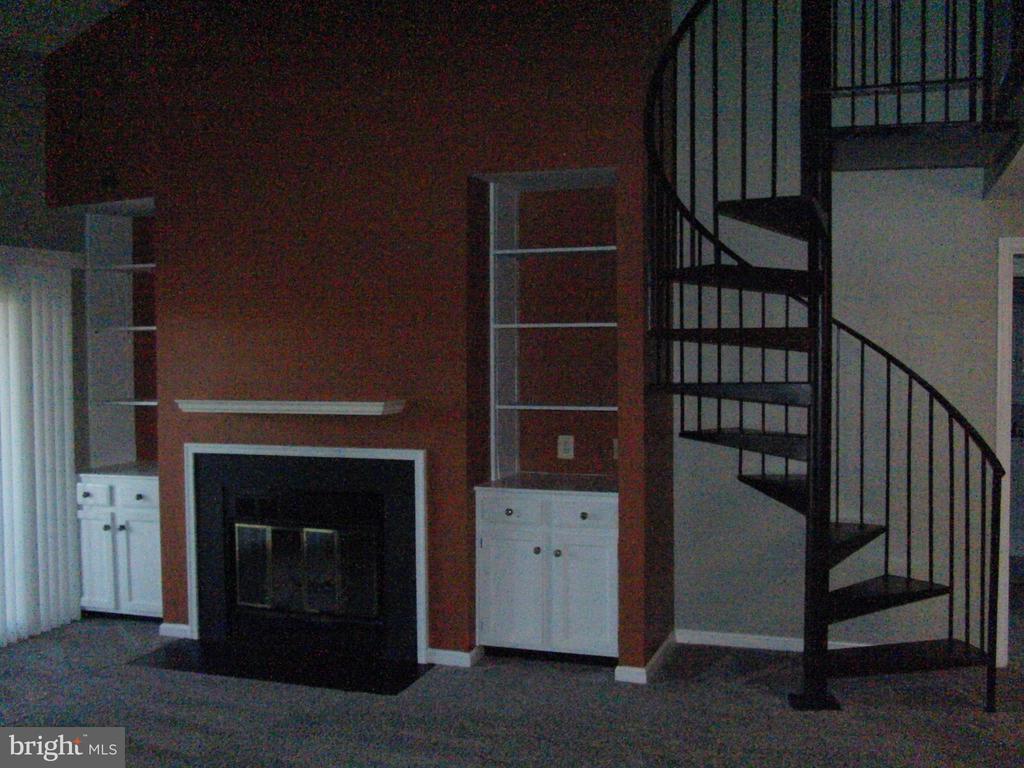 6118-B Essex House Sq #B, Alexandria, VA 22310