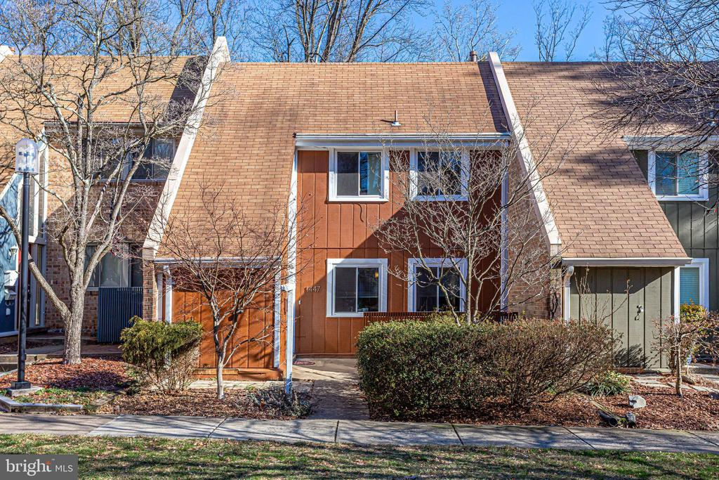 1447 Greenmont Ct, Reston, VA 20190