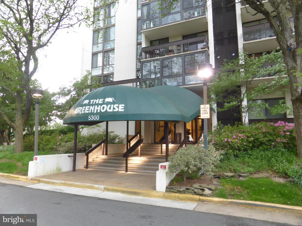 Photo of 5300 Holmes Run Pkwy #1016