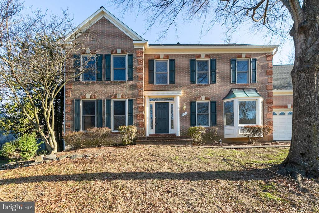 4944 Edge Rock Dr, Chantilly, VA 20151