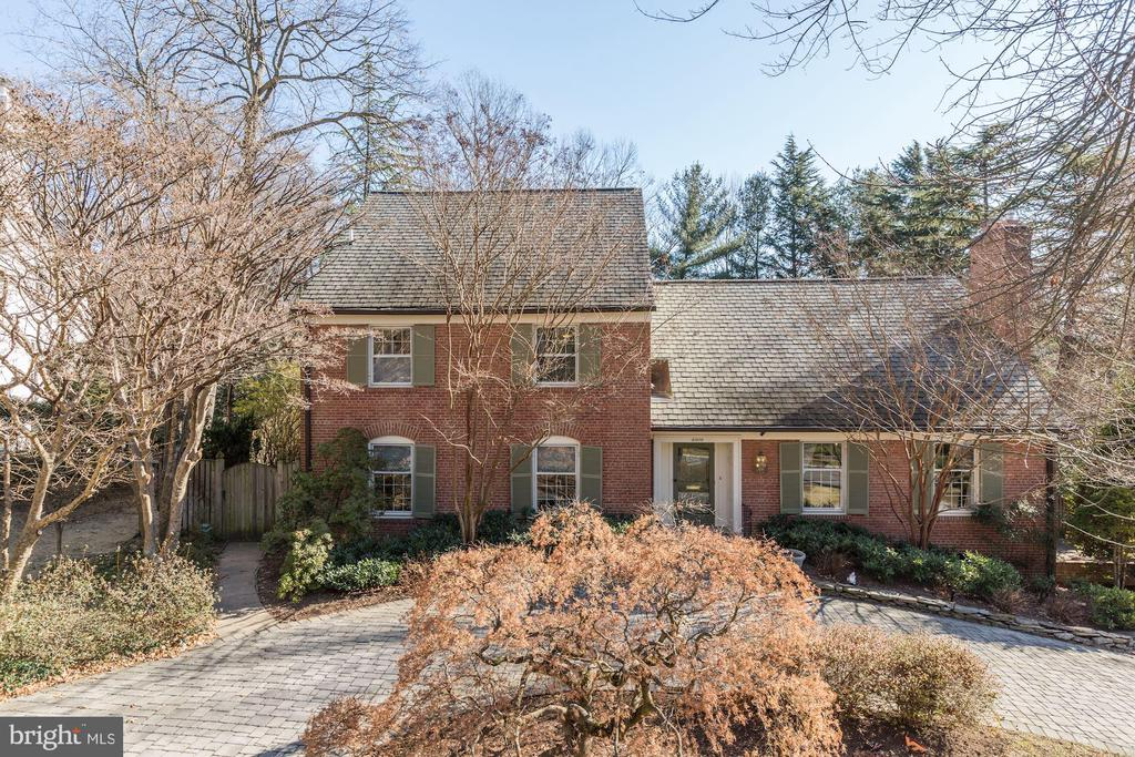 JUST LISTED! Beautiful expanded 5 bedroom 5.5 bath home on a huge half acre lot in the heart of Bethesda. This renovated home features over 5,000 sf of impeccably finished living space. One of four lots in the community that has gated access directly to the Crescent Trail. Fantastic chef's kitchen, breakfast area and family room open to huge 40' deck and overlook the lush landscaping of the backyard. Main floor is perfect for entertaining with large dining room, two huge pantries and plenty of space throughout.