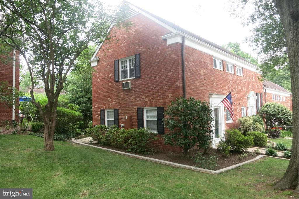 Photo of 3600 Greenway Pl