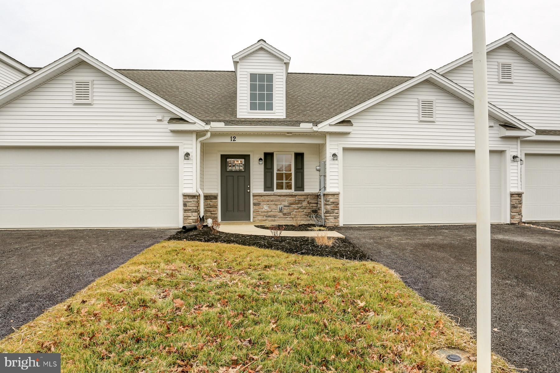12 GROUP COURT, MOUNT HOLLY SPRINGS, PA 17065