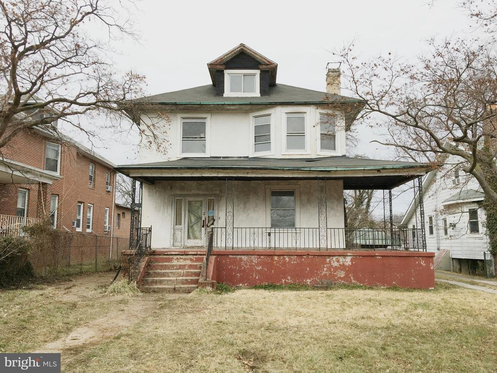Duplex converted to spacious Single Family Home w/ Huge back yard * MBA w/Jacuzzi & H/H sinks * Roof 1999. Electric updated * Sold AS-IS. Buyers need Cash,Rehab or 203K loan.  5 BR, 2.5 bath.  Needs lots of TLC and is not financeable by traditional loan.  Please have Proof of funds or Pre-qualification letter.