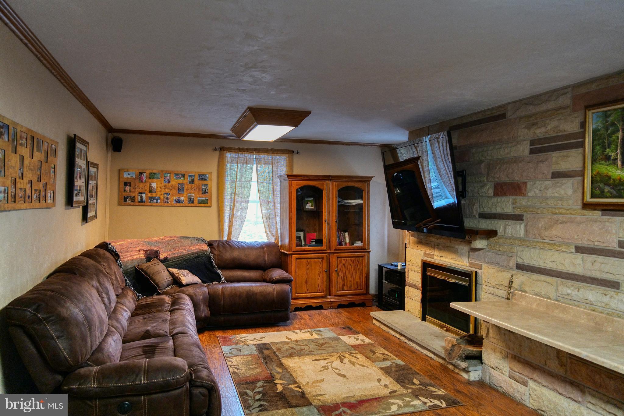 399 Kings Rd, Jeannette, PA 15644