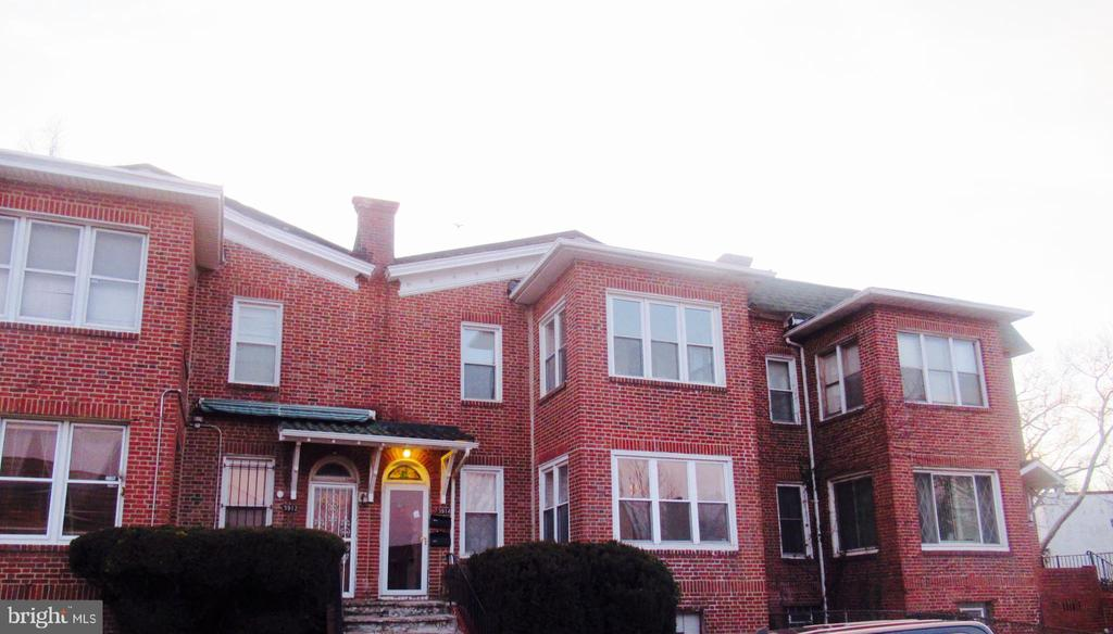 Motivated Seller!!  Spacious 6 bedrooms 2  bathroom split  multi-unit with 3 bedrooms and 1 bath in each unit located in the  historic Callaway-Garrison Community  just minutes from downtown and I83. Spectacular kitchen, large open living room, Washer/ Dryer hookups available and easy access to Public Transportation and parking in the rear.   *****All buyers and investors welcome***
