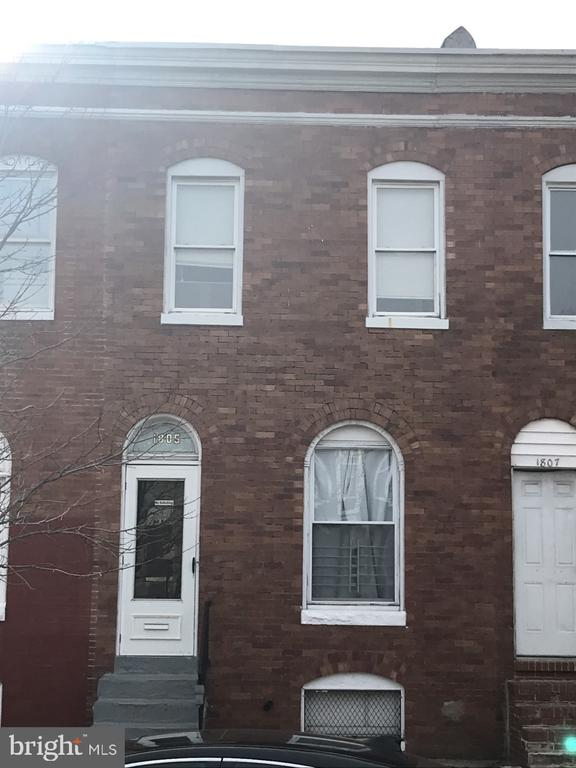 Recently updated Kitchen,Bath, Heating & Central AC, freshly painted & with a fresh look. Laundry room located on the 2nd floor. Conveniently located in the Southwest side of the city, very close to many options of transportation & major roads. Vouchers accepted, please contact showing time for your showing!