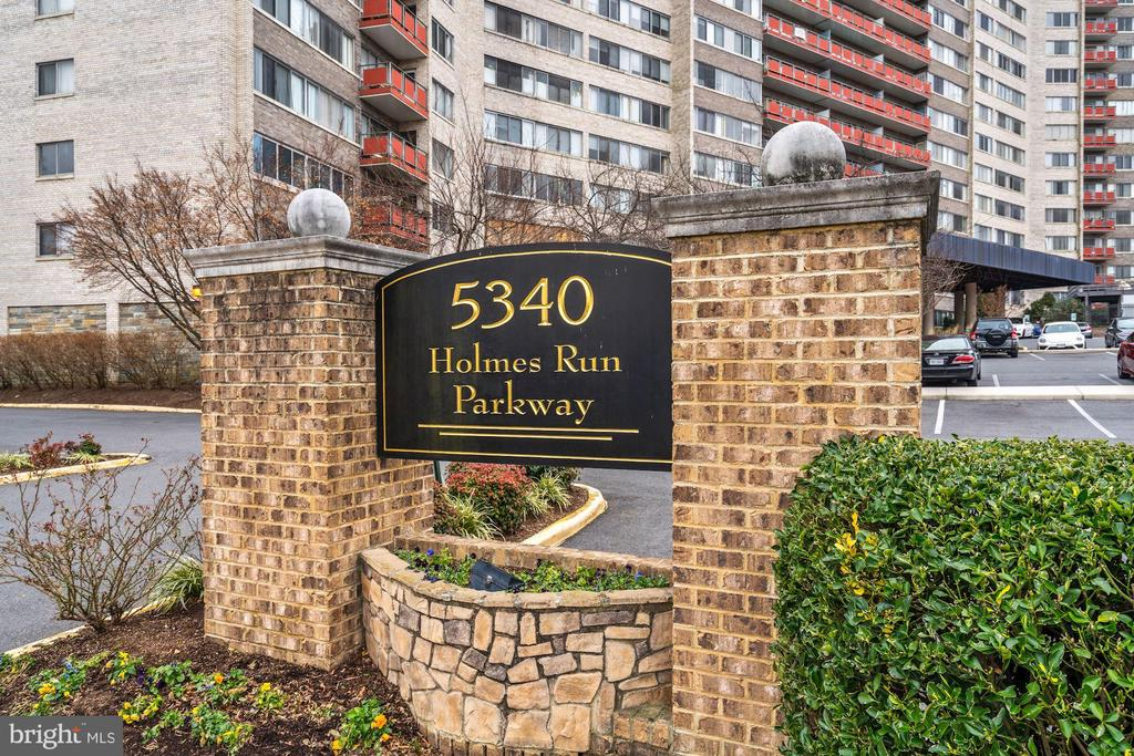 Photo of 5340 Holmes Run Pkwy #209
