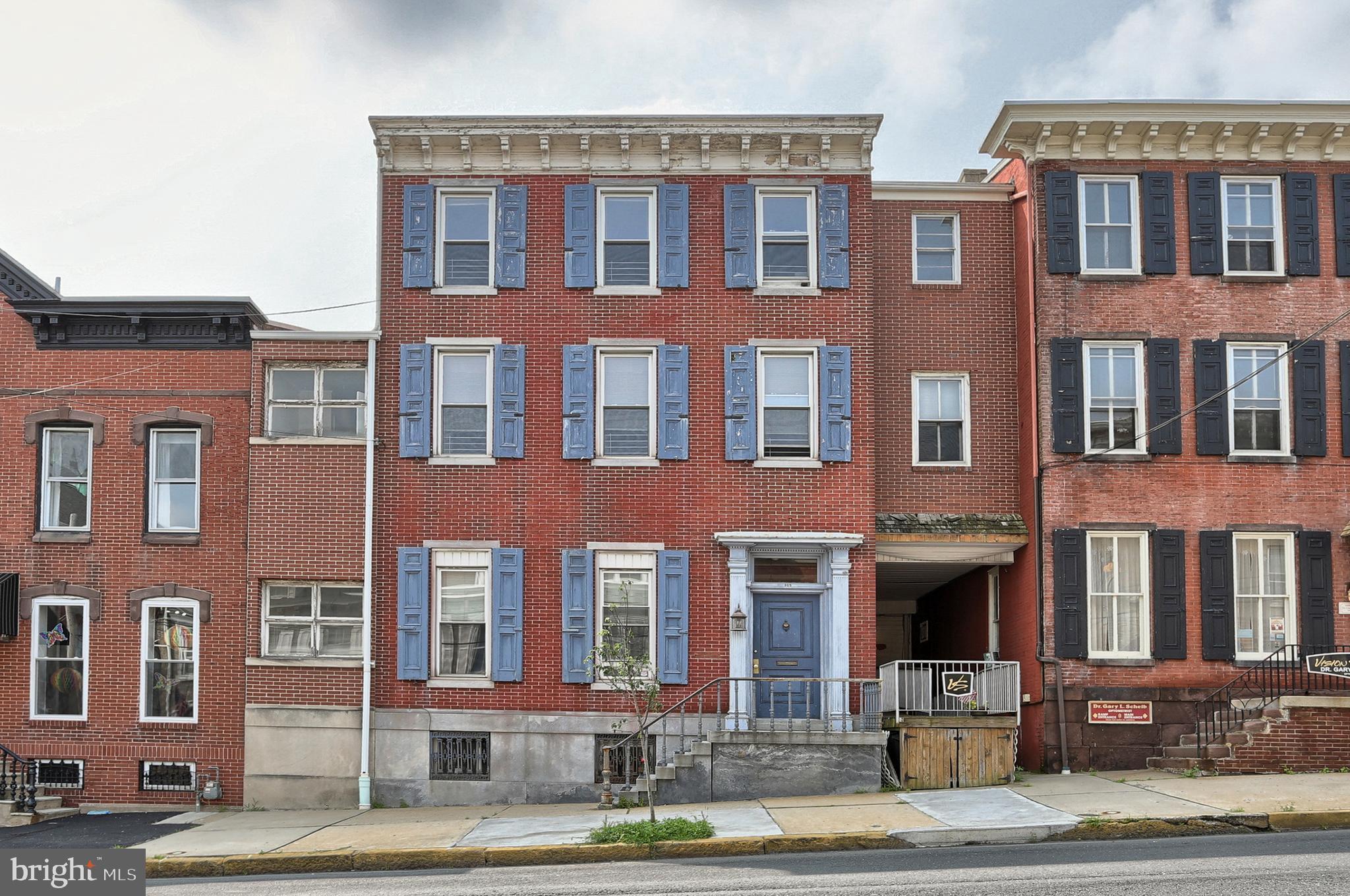 305 MAHANTONGO STREET, POTTSVILLE, PA 17901